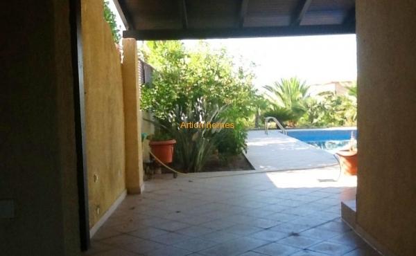 Вилла с бассейном и садом, 80 м от пляжа