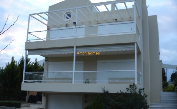 newly built detached house, 60m from the beach in Loutra Oraias Elenis Korinthos